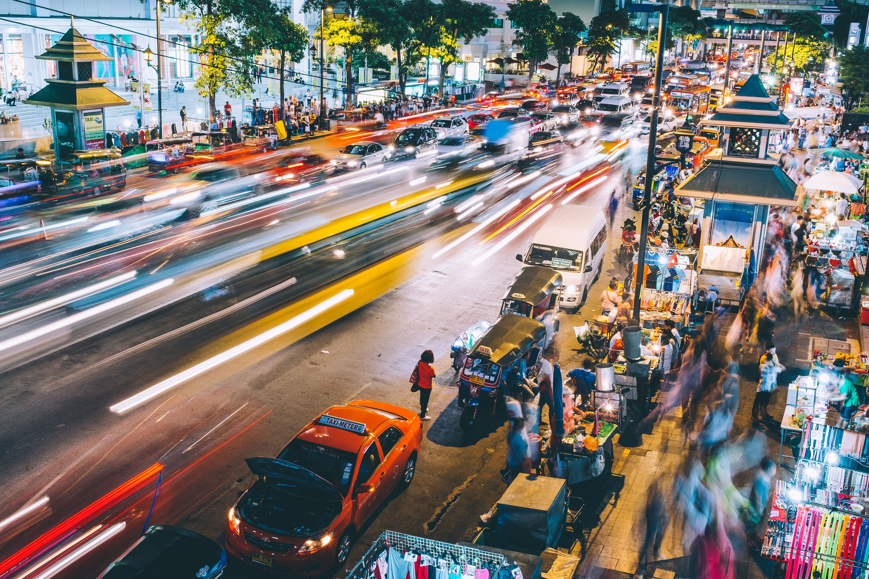 strada trafficata in time lapse