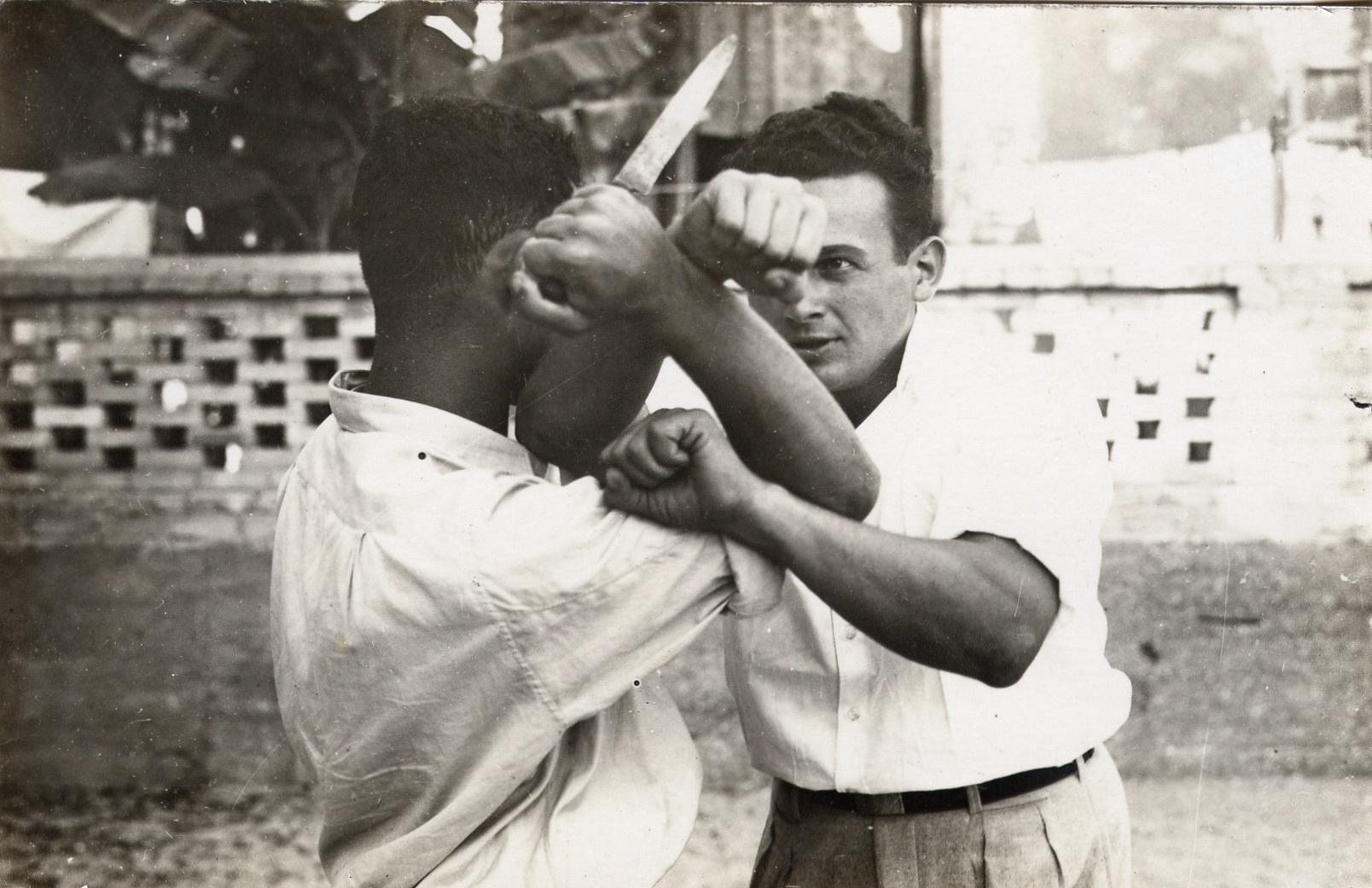 Tecnica di difesa per attacco con coltelllo